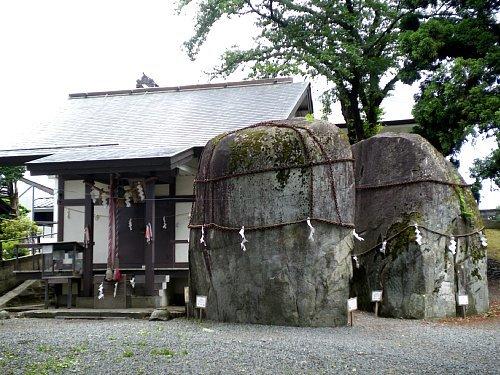 三ツ石神社1
