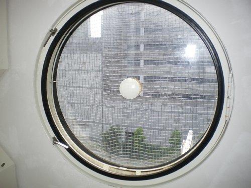 中銀カプセルタワービル・窓