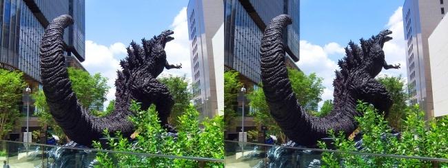 東京ミッドタウン日比谷 シン・ゴジラ像④(交差法)