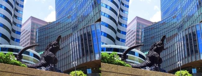東京ミッドタウン日比谷 シン・ゴジラ像③(平行法)