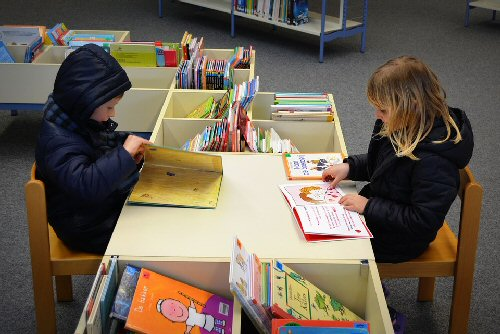 09a 500 Children in Library