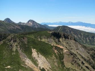 東天狗からの赤岳,阿弥陀岳と遠方の南アルプス