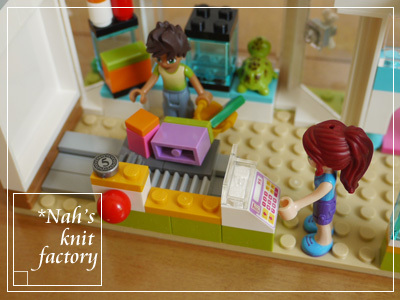 LEGOHeartlakeCityPetCenter43.jpg