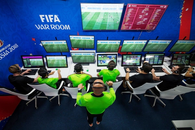 2018年07月12日、video-assistant-refereeing-var-room-2018-fifa-world-cup-russia_Inside Business_a