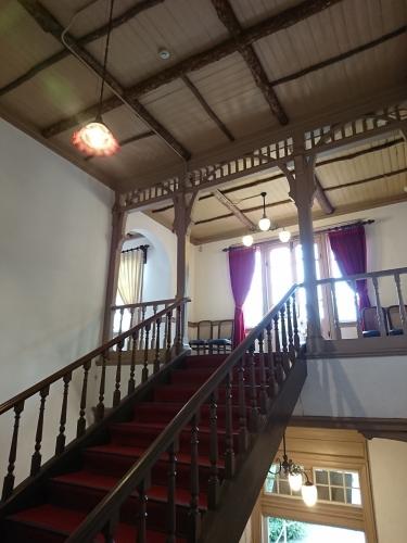 旧三笠ホテル階段
