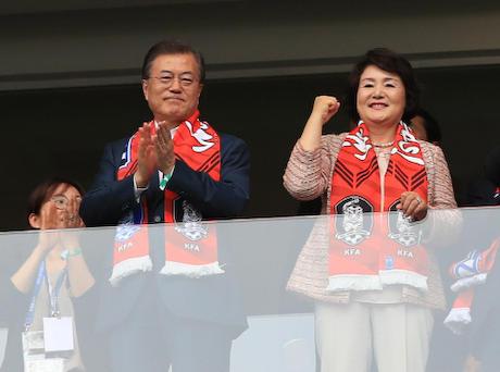 文在寅 韓国 FIFA 韓朝ワールドカップ リップサービス 幸せ回路
