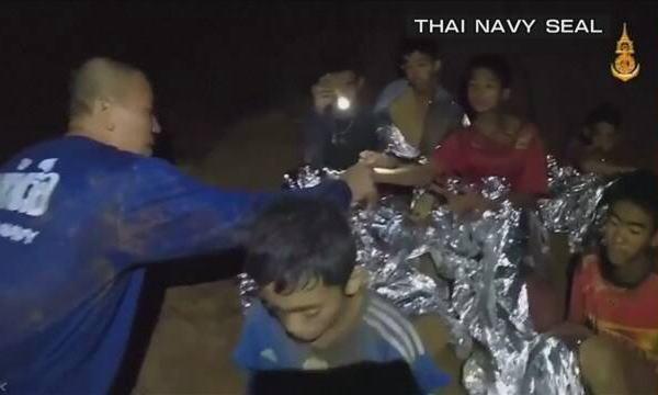 タイ 洞窟 生還