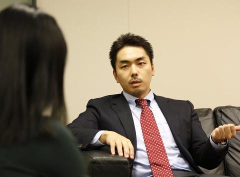 山尾志桜里議員(43)不倫疑惑の倉持麟太郎弁護士(35)、元妻に対して圧力とも取れる通知書を送付 「メディアの取材に応じたら長男とは会わせない」