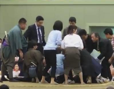 日本相撲協会の八角理事長、救命措置の女性に土俵から降りるようアナウンスした件について謝罪のコメント 「行司が動転して呼びかけたもの、人命にかかわる状況には不適切な対応でした」