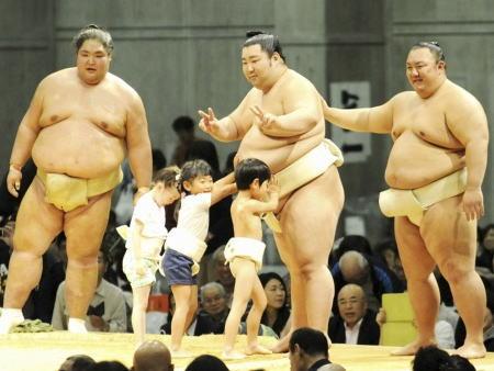日本相撲協会「今年から女の子は遠慮してほしい」 … 春巡業富士山静岡場所のちびっこ相撲、毎年参加していた小学生の女児が参加できず