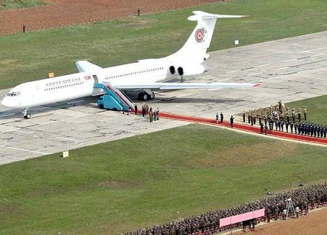 マスコミ「麻生大臣が『あの見てくれの悪い北朝鮮の飛行機、途中で落ちたら話にならん』と述べた。軽率との批判を招きそうだ!批判を招きそうだ!」 パヨクも発狂
