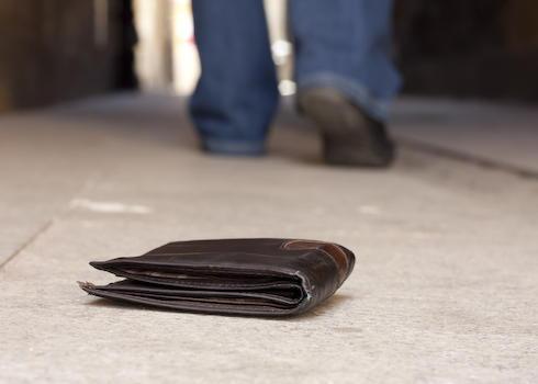児童の前でわざと財布を落とす→ 拾ってくれた女児に「クレジットカードを取ったでしょう。ポケットを確認する」と自宅へ連れ込んだ大学生の少年(19)を逮捕 - 東京・練馬