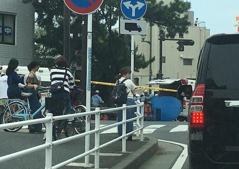 90歳の女性が運転する車、横断歩道を渡っていた4人と歩道を歩いていた2人の歩行者を次々とはねる - 茅ヶ崎