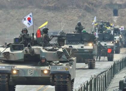 琉球新報・社説「米韓両国が8月定例の米韓合同軍事演習の中止を発表した。大歓迎だ。安全保障の専門家などから批判があるが北朝鮮は非核可を約束した。交渉が頓挫した場合の事を持ち出すのは厳に慎むべきだ」