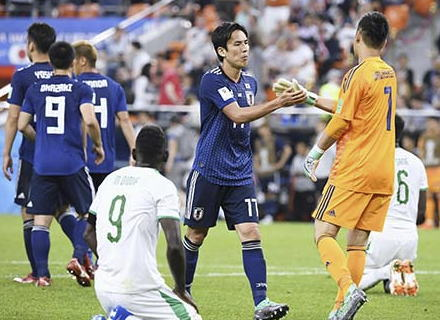 サッカーW杯、日本対セネガルは2-2で引き分ける … GK川島の絶妙なパンチングなどでセネガルにリードされるが、乾・本田のゴールで2度追いつく