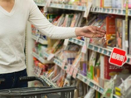 お値段据え置きでも中身は減量、価格そのままで量を減らす「ステルス値上げ」6割の人が実感 … ポテチで62.6%、チョコレートでも41%が「『ステルス値上げ』を実感したことがある」