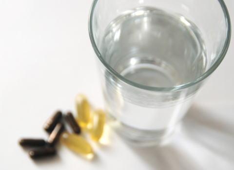「惚れ薬」を知人女性の飲み物に入れて飲ませようとした西村浩二弁護士(45)を業務停止3ヶ月の懲戒処分に … 「ネットで売っていた。自分で2、3滴なめたが効果は分からなかった」