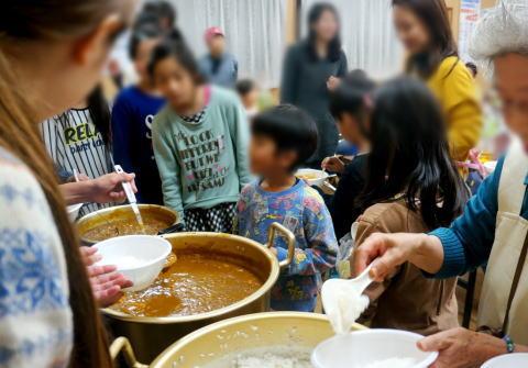 """子供は無料、大人には300円で食事を提供してきた善意の「子供食堂」、徐々に力ス親に目を付けられ""""大衆レストラン化"""" … スタッフ疲弊"""