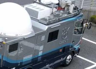 多摩ビル火災現場を取材中のフジテレビ、中継車をケーズ電機の駐車場にDQN式駐車して顰蹙をかう(画像)