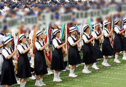 甲子園球場にて高校野球の開会式リハーサル、参加していた女子生徒6人が暑さによる体調不良のためぶっ倒れる