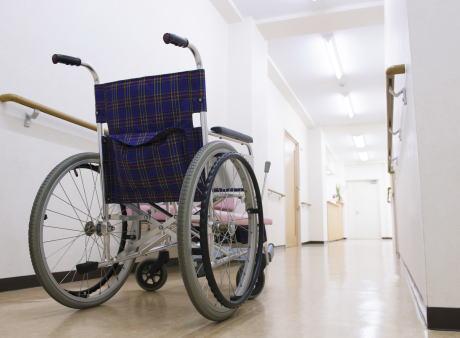 車椅子の男性「車椅子ごと大浴場に入りたい」 施設側「車椅子は脱衣所まで」 男性「『ダメ』で終わるのではなく、何か折り合いをつけてもらえないか」
