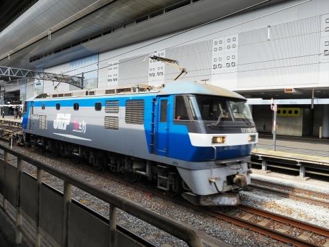 JR貨物 E210-135 牽引の貨物列車【京都駅】