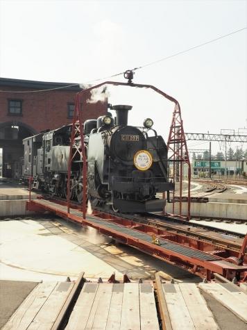 蒸気機関車 C11形 207号機【下今市駅 転車台広場】