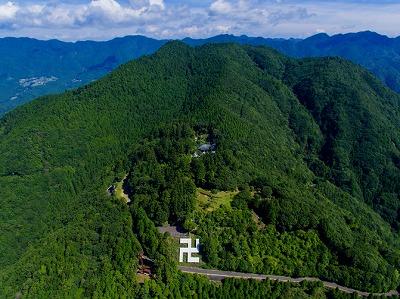妙法山上空のドローン写真