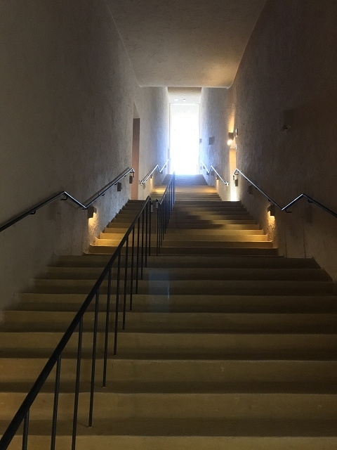 1388-階段のトンネル
