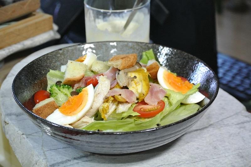 作り置き食材でサラダボール1