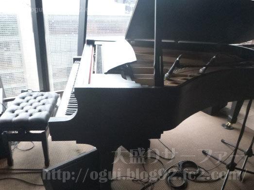 つるとんたん銀座店のピアノ083