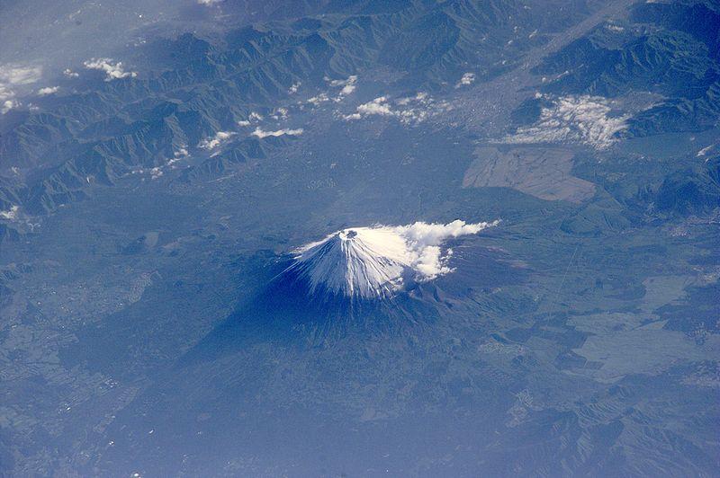 【気象庁】もし富士山が噴火したら、都心での降灰は「10センチ以上」積もることになります。