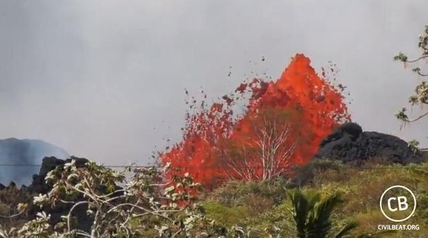 【火山噴火】キラウエアの空撮が完全に地獄絵図だな…大規模噴火の前触れらしいけど、これ以上になるとかヤバイな