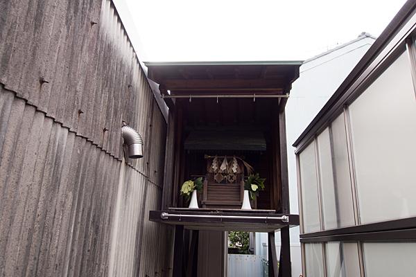 秋葉神社(枇杷島3)頭上の社