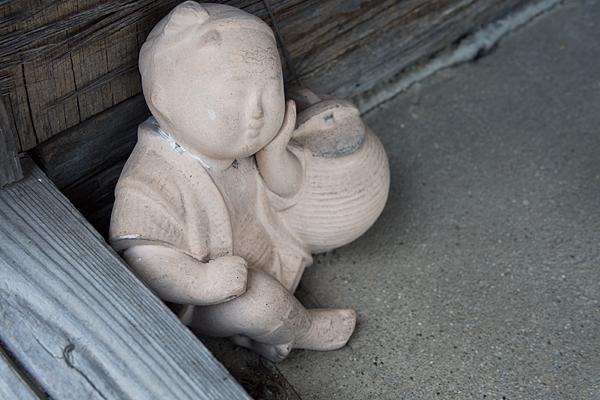 引山天王社秋葉社子供の石像