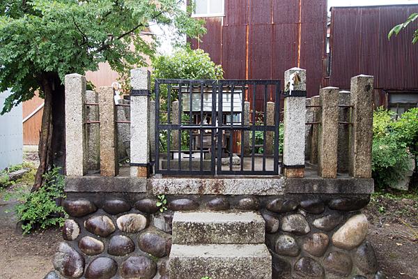 稲生町神明社本社前