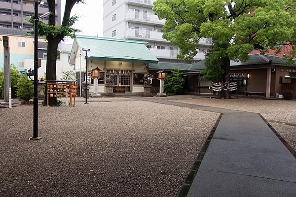 赤塚神明社参道から拝殿へ