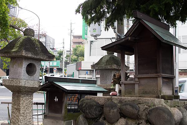 茶屋ヶ坂三十番神社後ろから