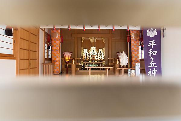 平和ヶ丘神社拝殿内