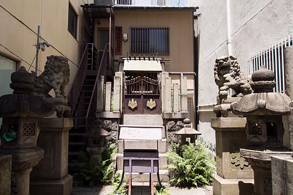 築地口神社社前と狛犬