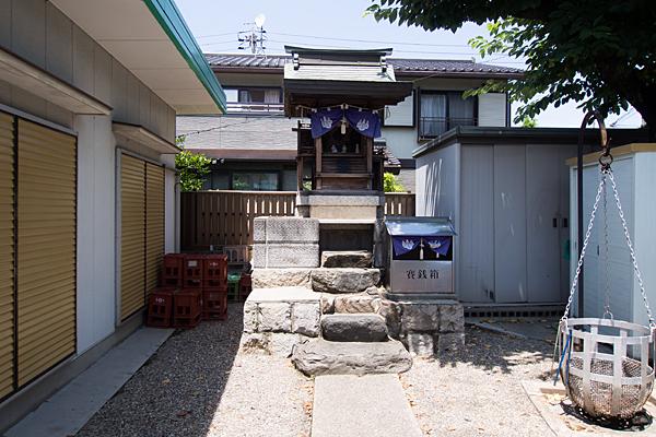 港楽神社参道から本社