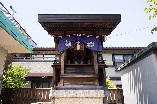 港楽神社の本社