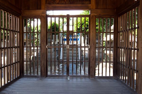 池鯉鮒社拝殿内