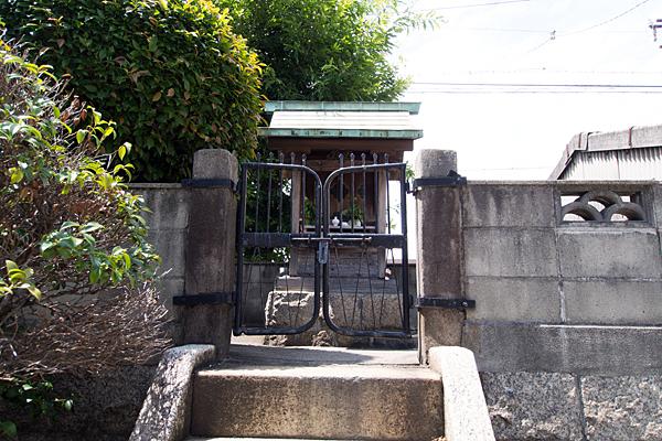 荒子川水神社本社前