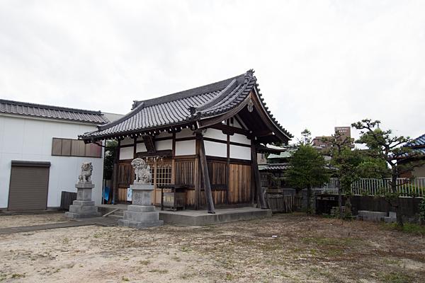 稲永神明社社殿横から