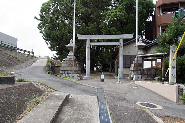 宝神町会所裏熱田社入り口前