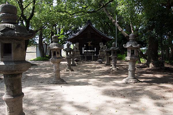 宝神町会所裏熱田社拝殿前