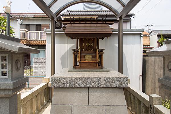 川中神社の社正面