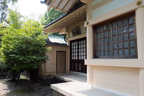 坂井戸津島社拝殿横本社