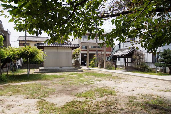 正徳町1丁目神明社境内の風景